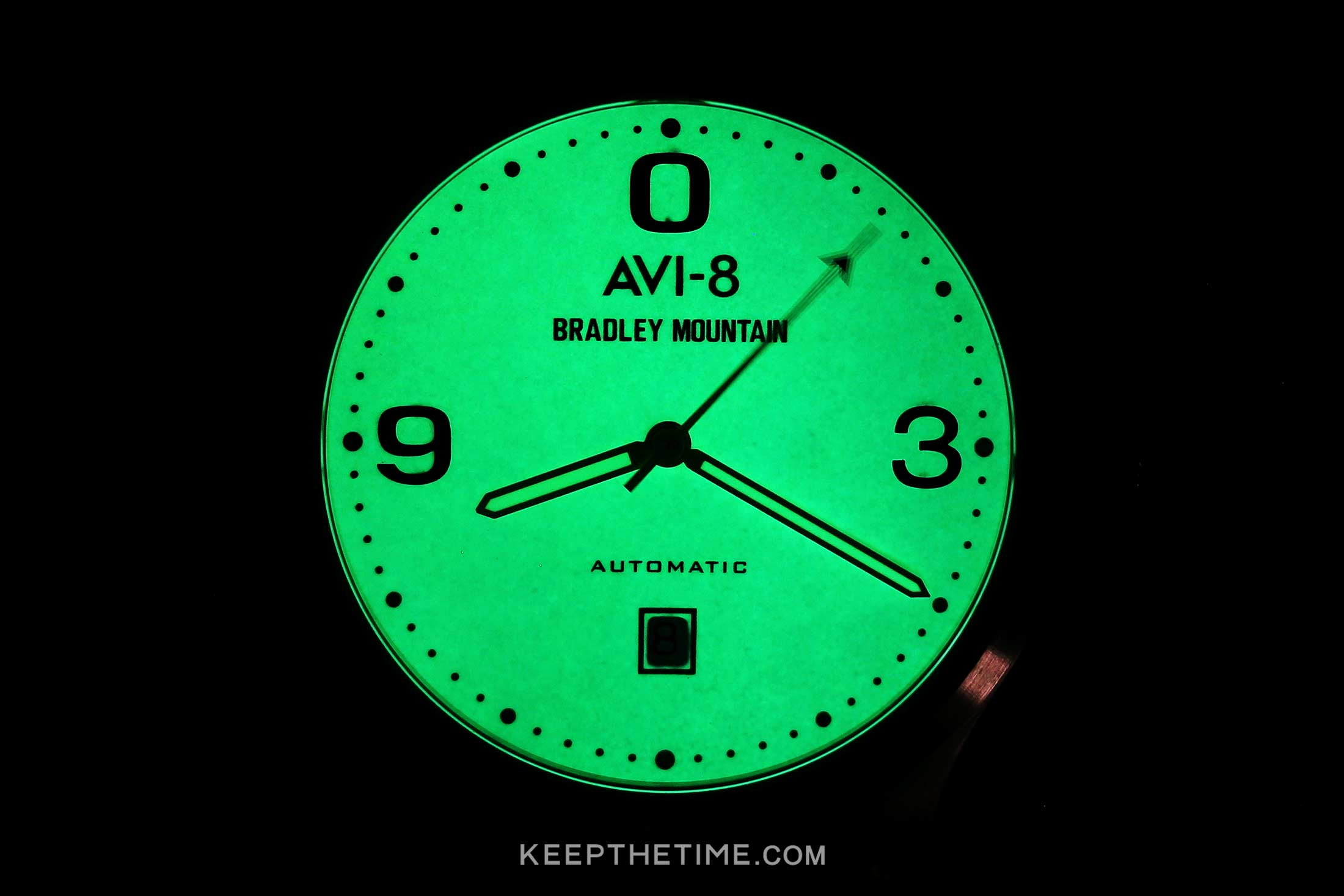 avi-8-bradley-mountain-lume-dial-lumeshot.jpg